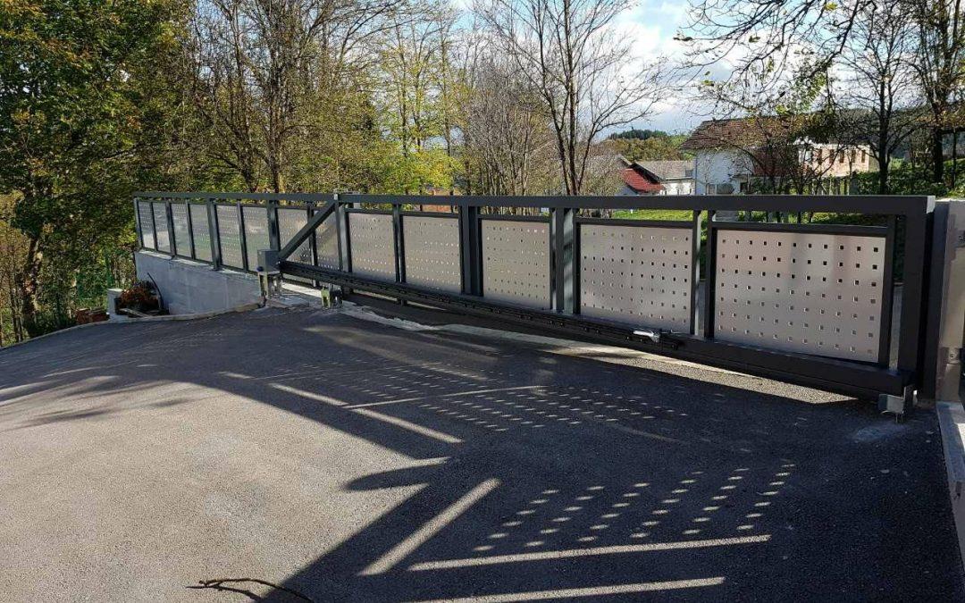 Aluminijska ograda 7016 sa dekorativnim limom